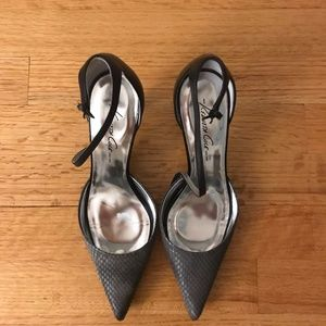 Kenneth Cole heel